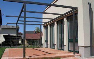 Pergola na terasi primerna za naknadno montažo senčil-nadstreski-teras-in-balkonov-kljucavnicarstvo-marincic-categories_4_338